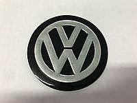 Volkswagen Polo 2001-2009 гг. Наклейка VW (d 75мм)