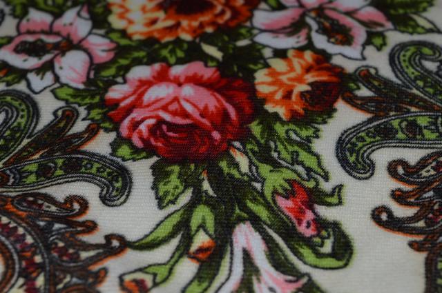 Платок шерстяной с турецким орнаментом бежевый 3