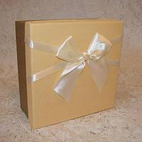 Коробка квадрат M 16,5 x 16,5 x 7 см
