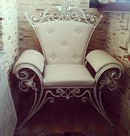 Шикарное кованое кресло