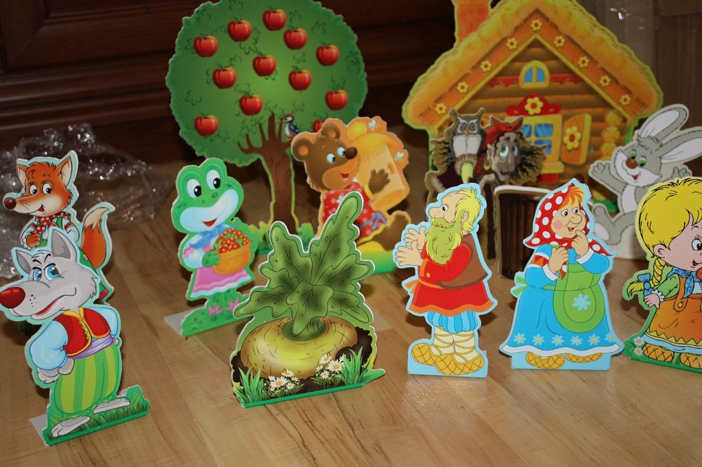 Декоративні стенди для дитячих постанов.
