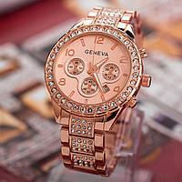 Стильные женские часы с камнями на браслете
