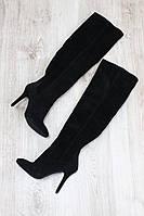 Демисезонние натуральные замшевые сапоги ботфорты на каблуке черные