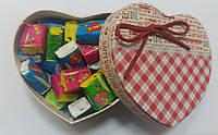 Готовый подарок жвачки Love Is в коробочке сердце 50 шт