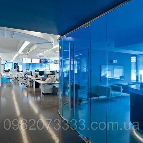 Тонировка окон фасадов, окон в офисе, офисных перегородок витражной пленкой Sun Control NR Blue 20