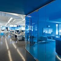 Тонировка окон фасадов, окон в офисе, офисных перегородок витражной пленкой Sun Control NR Blue 20, фото 1