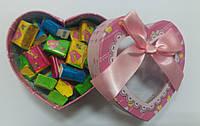 Готовый подарок жвачки Love Is в коробочке сердце 100 шт