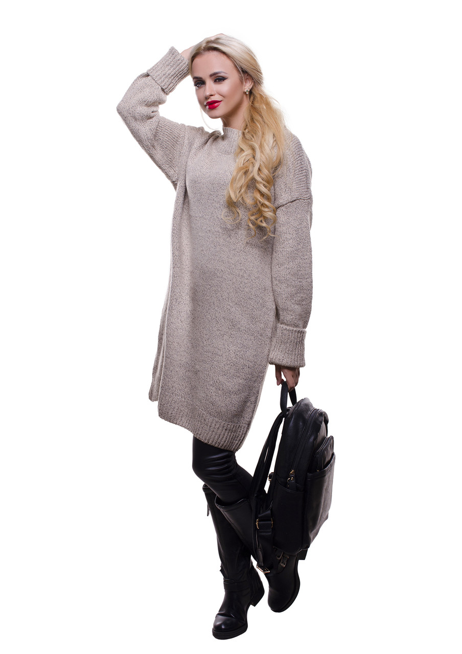 Женский удлиненный шерстяной джемпер бежевого цвета