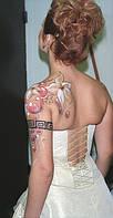Боди-арт на плече.