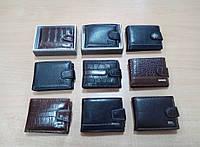 Компактный и функциональный мужской кошелек