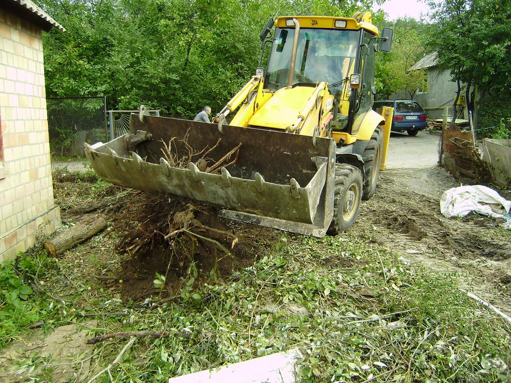 Удаление корней деревьев и кустов