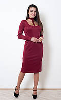 Нарядное бордовое платье хорошего качества, приталенного силуэта, длины миди
