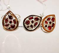 Комплект с красными фиантами (рубин им.) и золотом Мозаика самоцветов