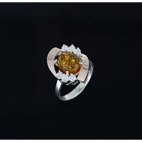 Серебряное кольцо с янтарем и золотом 0076