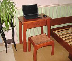 """Столик для ноутбука + пуфик, массив дерева - ольха, покрытие - """"яблоня локарно"""" (№ 460)."""