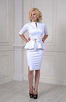 Модный женский костюм молочного цвета