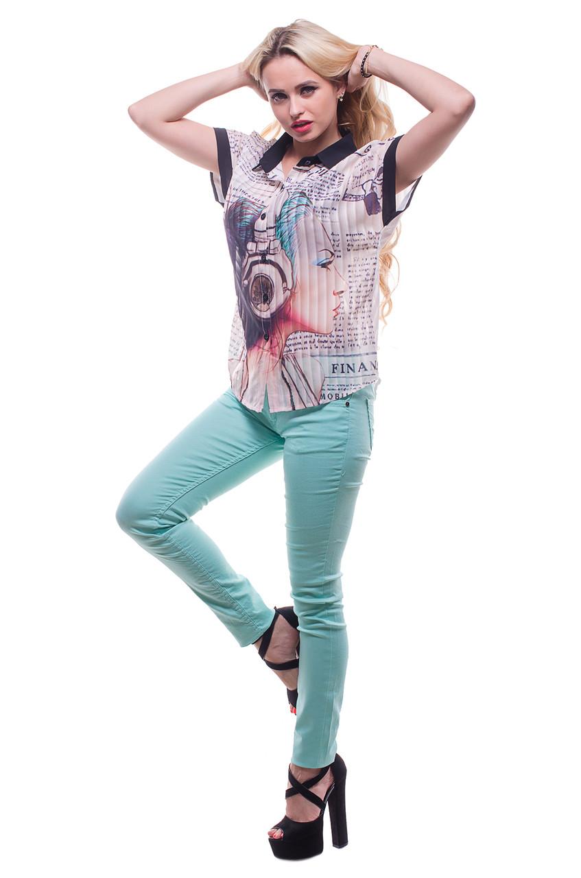 Женская блузка с принтом девушка в наушниках