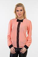 Блуза свободная с кружевной вставкой и бантиком персик