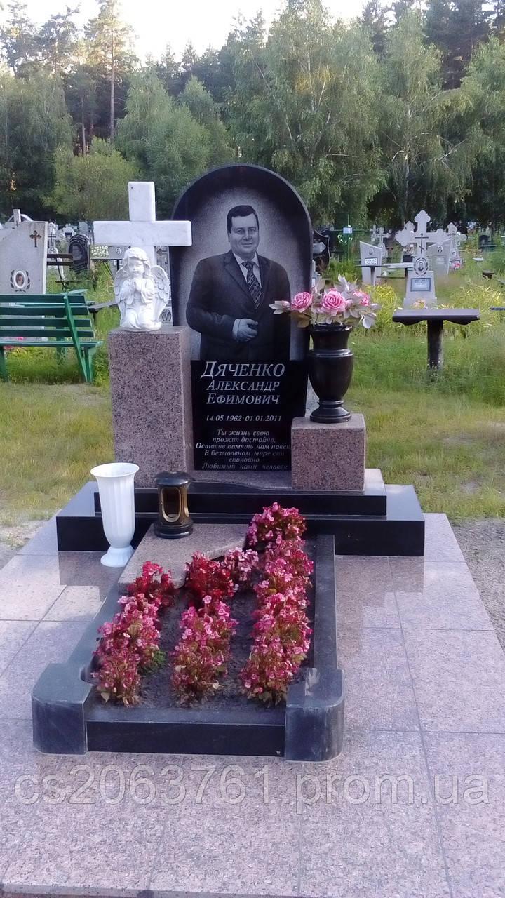 Фото памятников на кладбище из гранита для богатых заказать себе памятник в москве январь 2018