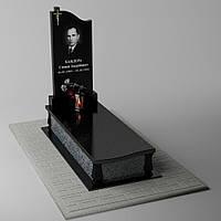 Одиночный гранитный памятник с портретом