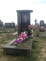 Памятник гранитный вертикальный с крестом