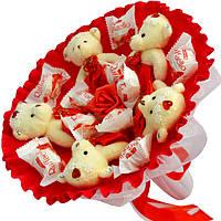 Букет из мягких игрушек Мишки с конфетами Raffaello