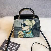 Модная сумочка с рисунком девушки
