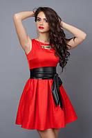 Красное короткое платье без рукавов