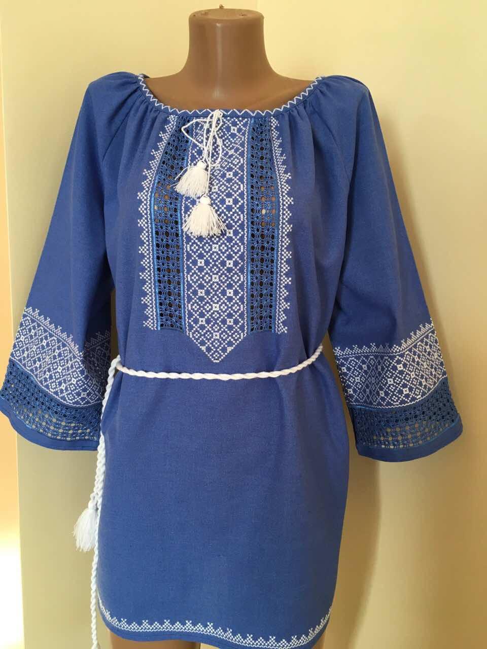 Синє вишите плаття ручної роботи на домотканому полотні з мережкою -  Скарбниця Карпат- інтернет магазин 268a7ef3a2f4f