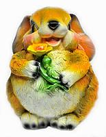 Заяц с цветком