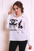 Красивая белая блуза свободного кроя с принтом Шанель