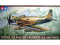 Douglas A-1J SKYRAIDER U.S.Air Force 1/48 TAMIYA 61073