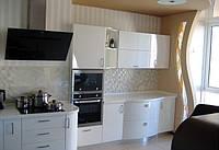 Кухня с радиусными фасадами из крашенного МДФ