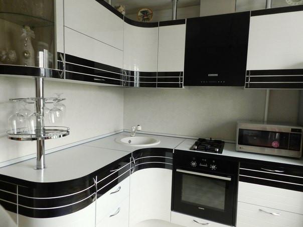 Кухня эконом Белый глянец и шпон «Эбони» из пленочного МДФ