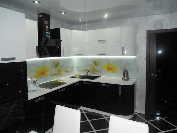 Кухня Черно-белый глянец из пленочного МДФ