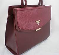 Стильная вместительная женская сумка красного оттенка