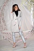 Стильное женское пальто с вышивкой