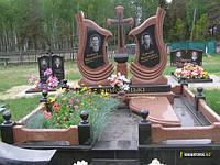Двойной памятник с оградкой и крестом