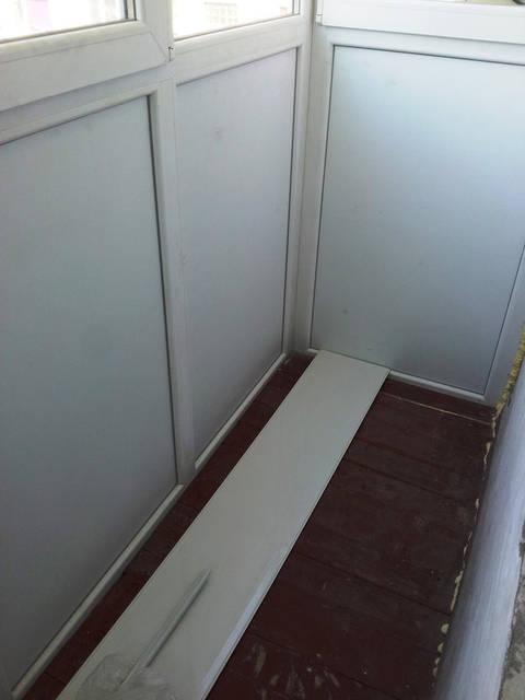 Заказчик попросил уложить деревянный пол который лежал ранее на балконе.