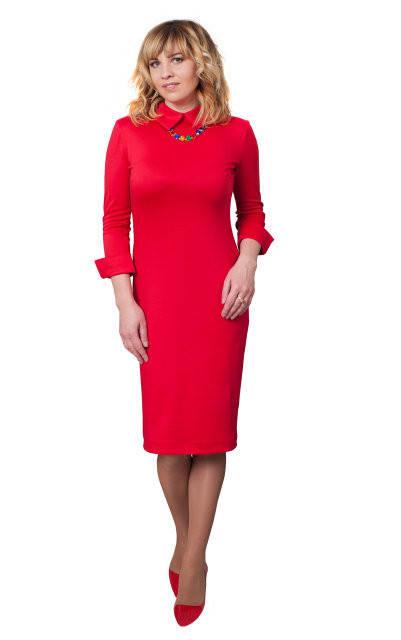 Однотонное красное женское платье