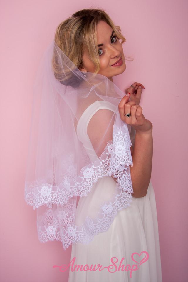 красивая фата невесты из кружева шантильи