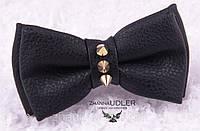Галстук-бабочка кожзам черная с шипами