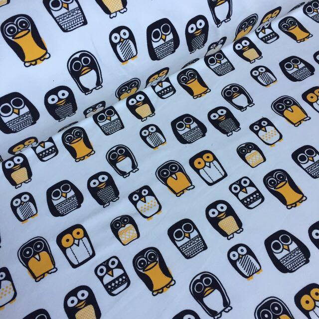 Трикотаж с желтыми пингвинами на айвори №004