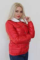 Женская весенняя куртка с меховым воротником