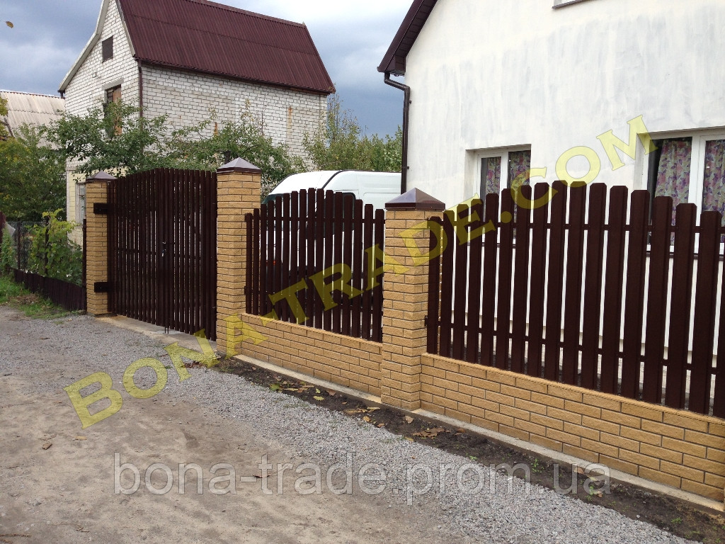 Штакетный металлический забор в Украине