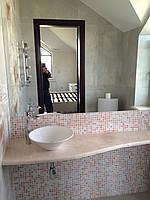 Мраморная столешница из бежевого мрамора в ванную комнату