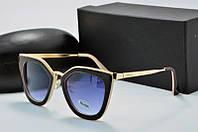 Солнцезащитные очки Prada черные с молочным фигурные