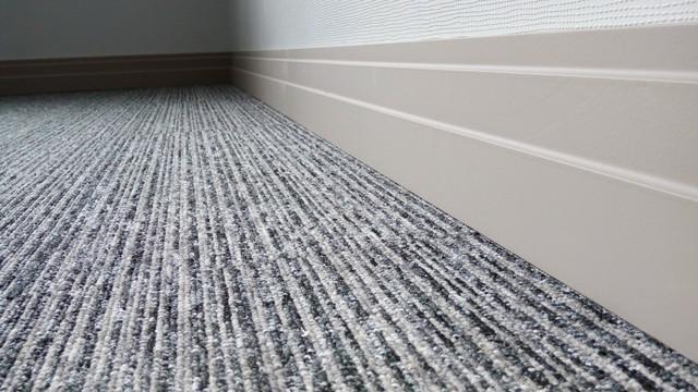 Ковровая плитка Solid Stripes в офисе