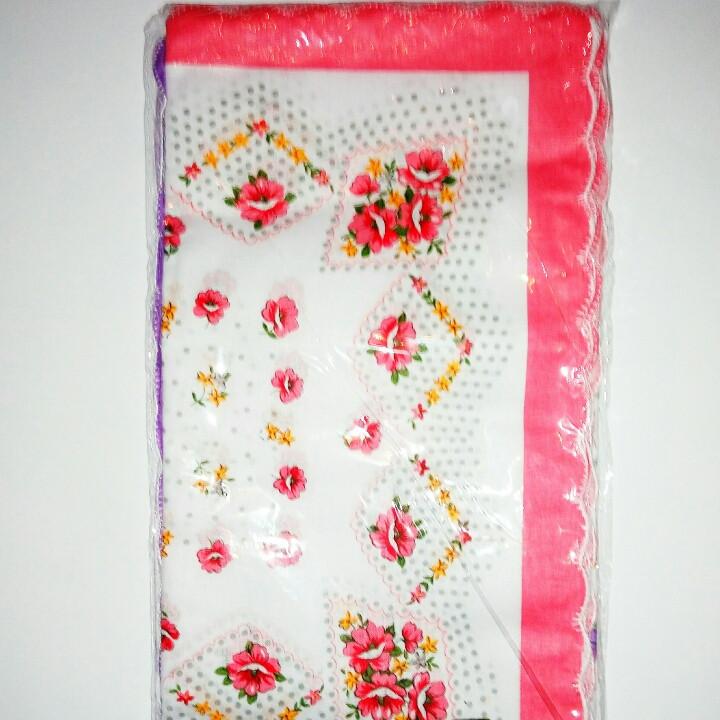 Носовые женские платки в упаковке