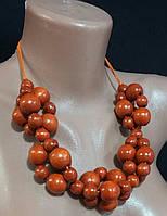 Женское украшение на шею из деревянных бусин, цвет - коричневый, диаметр 1.3-2 см., 55 гр.